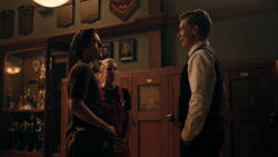 RD-Caps-4x02-Fast-Times-at-Riverdale-High-52-Jughead-Betty-Bret