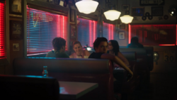 RD-Caps-4x02-Fast-Times-at-Riverdale-High-02-Jughead-Archie-Betty-Veronica