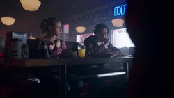 RD-Caps-2x17-The-Noose-Tightens-33-Betty-Jughead