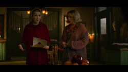 CAOS-Caps-1x03-The-Trial-of-Sabrina-Spellman-22-Sabrina-Hilda
