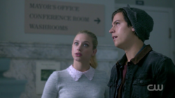 RD-Caps-2x02-Nighthawks-27-Jughead-Betty