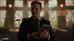 RD-Caps-4x05-Witness-for-the-Prosecution-14-Mr-Chipping