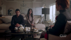 RD-Caps-2x06-Death-Proof-12-Hiram-Hermione-Penelope