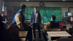 RD-Caps-2x03-The-Watcher-in-the-Woods-46-Archie-bulldogs-the-red-circle