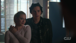 RD-Caps-2x08-House-of-the-Devil-14-Betty-Jughead