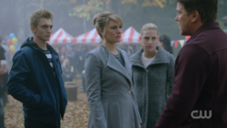 RD-Caps-2x11-The-Wrestler-106-Chic-Alice-Betty-Hal
