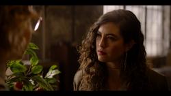 KK-Caps-1x10-Gloria-15-Hannah