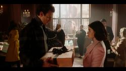 KK-Caps-1x10-Gloria-99-Guy-Katy