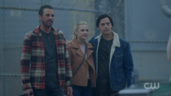 RD-Caps-2x08-House-of-the-Devil-47-FP-Jughead-Betty