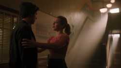 RD-Caps-4x02-Fast-Times-at-Riverdale-High-105-Jughead-Betty