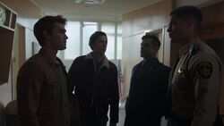 RD-Caps-2x20-Shadow-of-a-Doubt-36-Archie-Jughead-Hiram-Sheriff-Minetta