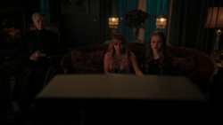 RD-Caps-4x17-Wicked-Little-Town-06-Nana-Rose-Toni-Cheryl