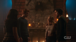 RD-Caps-2x14-The-Hills-Have-Eyes-108-Veronica-Archie-Betty-Jughead