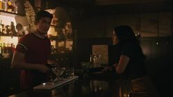 RD-Caps-3x07-The-Man-in-Black-50-Reggie-Veronica