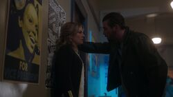 RD-Caps-2x17-The-Noose-Tightens-19-Alice-FP