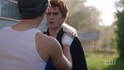 RD-Caps-2x05-When-a-Stranger-Calls-112-Jughead-Archie