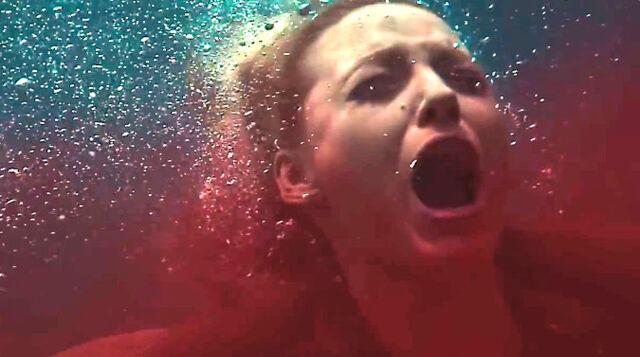 File:The-shallows-movie-trailer-3-sha.jpg