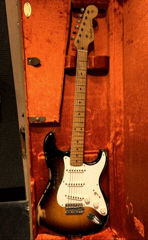 A electric guitar of the fine greatest blues rock (1)