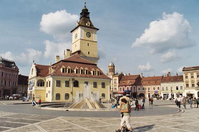 Bestand:Brasov Piata Sfatului.jpg