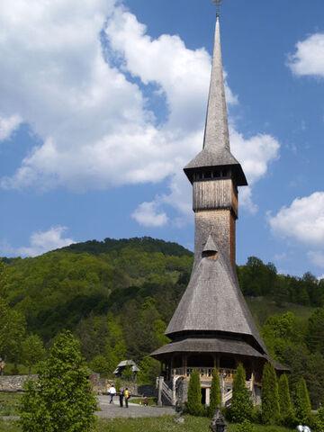 Bestand:Bärsana Holzkirche.jpg