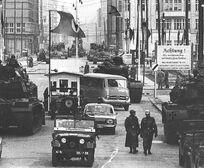 Checkpoint-charlie-1961-3