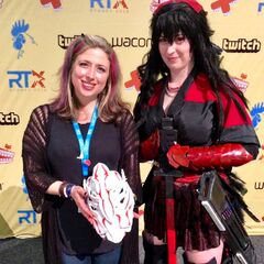 Anna and a Raven cosplayer