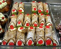 File:Cannoli's .jpg