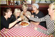 R5 with giant meatballs (3