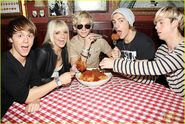R5 with giant meatballs (1)