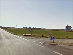 Croisement avec la D10 à côté de Mauprévoir