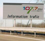 Panneau 107.7 FM A4