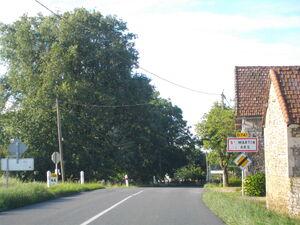 La D741 à l'entrée de Saint-Martin-l'Ars
