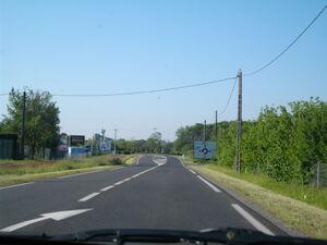 La D741 à l'entrée de Saint-Maurice-la-Clouère