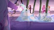 EW - ICQ - Crystal shoots girls up