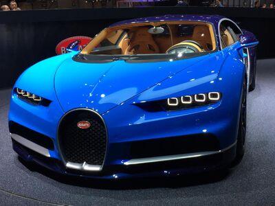 2017-bugatti-chiron-front