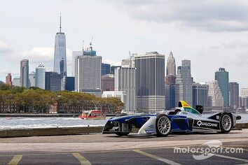 Formula-e-new-york-eprix-presentation-2016-a-formula-e-car-with-the-new-york-city-skyline