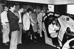 Lucas testet Arcade-Spiel