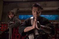 Чиррут молится