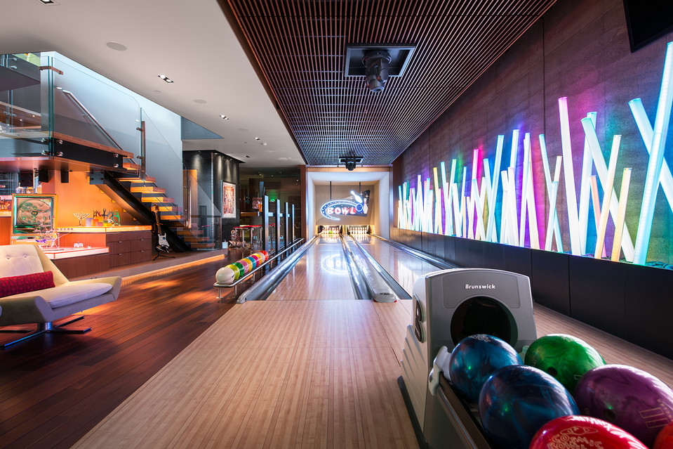 Located In The Bat This Bowling Alley Was Quite Unsurprisingly Carolina S Brainchild