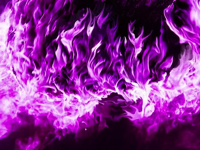 orrore Le fiamme viola di Y'chak - by Laurellien rythiae.wikia.com © dell'autore, tutti i diritti riservati