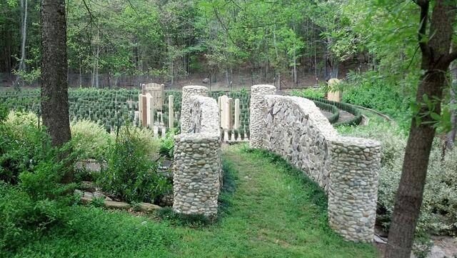 File:S-town-hedge-maze-4.jpg