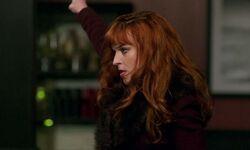 Rowena nutzt Magie gegen den Zombie