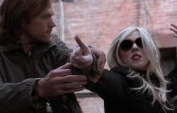 Sam stoppt Rowena