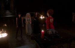 Rowena wirbt für ihren Mega Coven