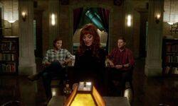 Rowena im Bunker mit den Winchesters
