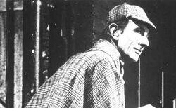 John Wood als Holmes