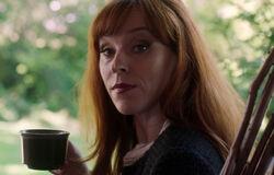 Rowena genießt ihren Tee