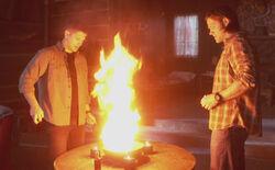 Sam und Dean beschwören Crowley
