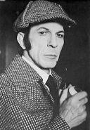 Leonard Nimoy als Holmes