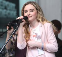 Sabrina-carpenter-fox-and-friends-all-american-summer-concert-series-09